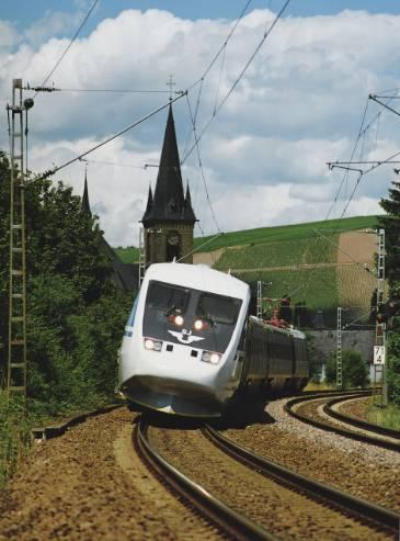 Svédország kanyargós pályáin az X2000 billentős-technikával közlekedő vonat